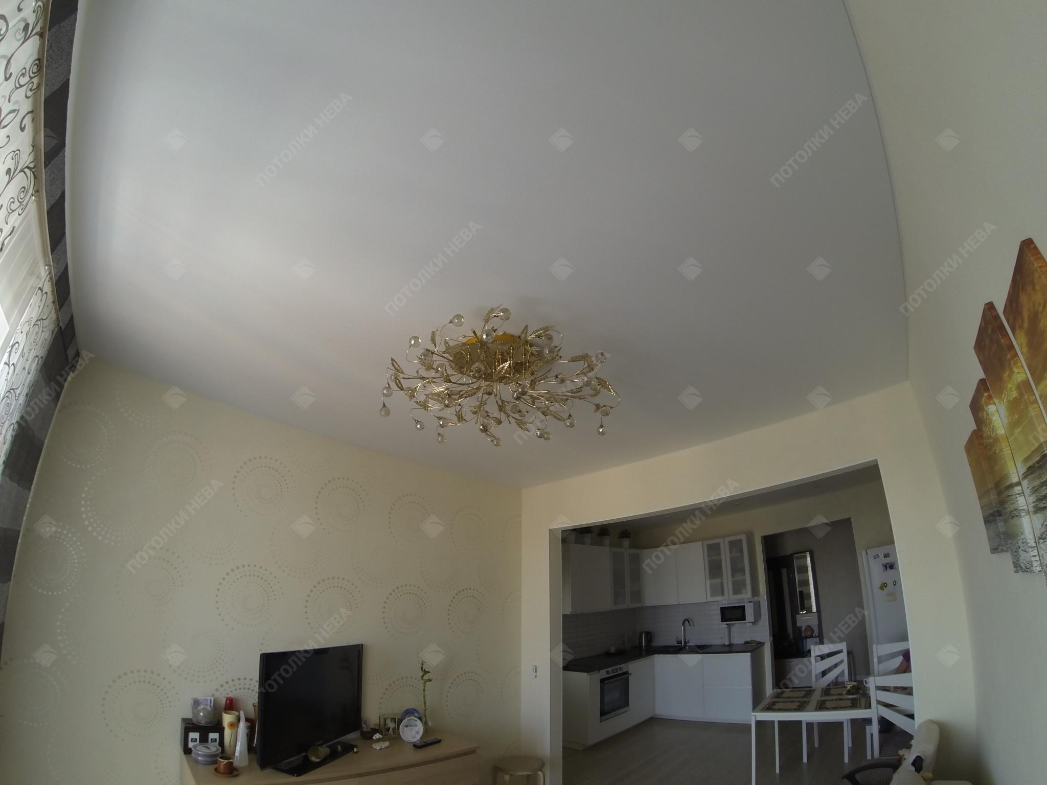 Матовый белый потолок для гостиной комнаты