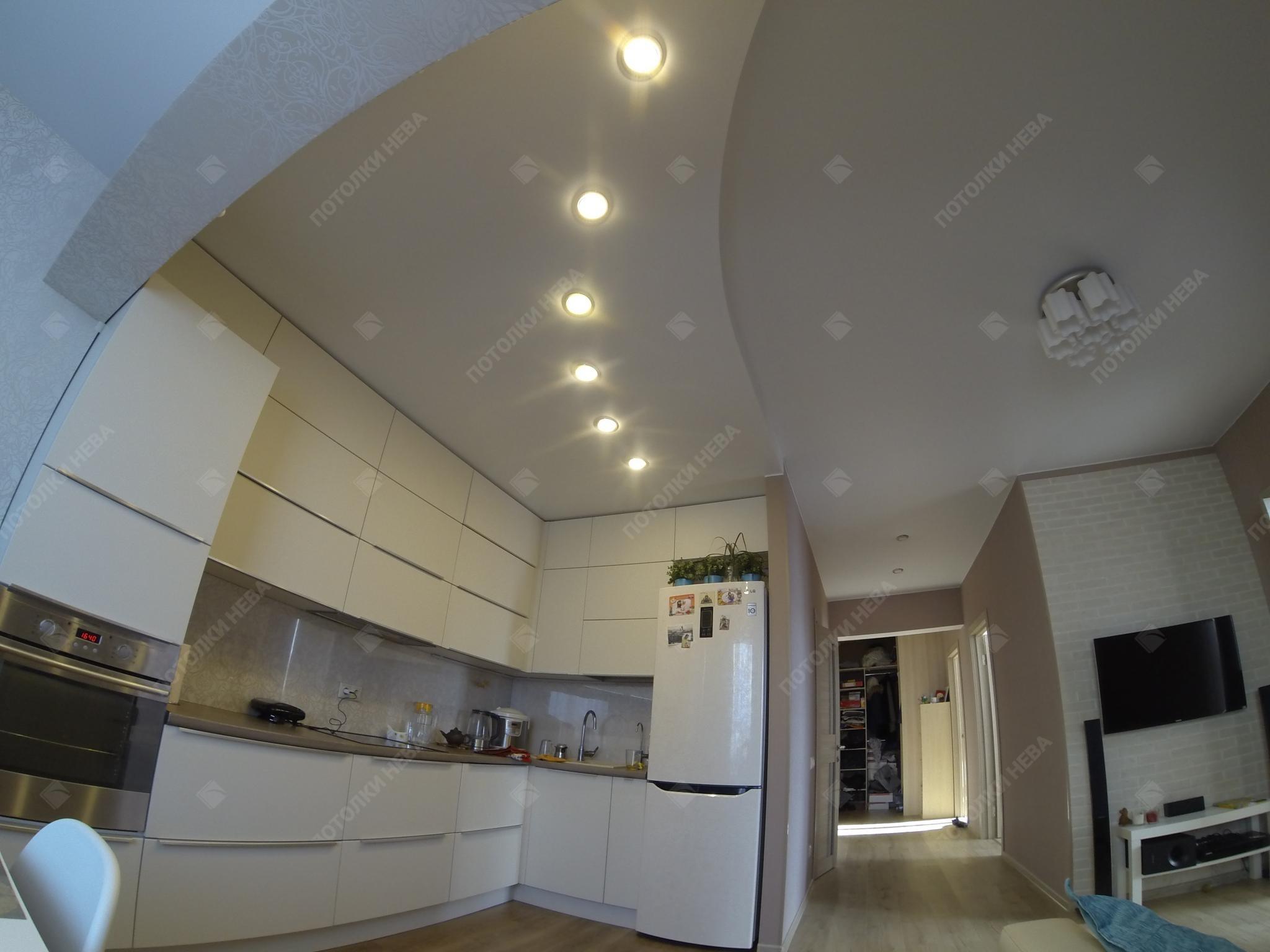 Двойной натяжной потолок на кухне