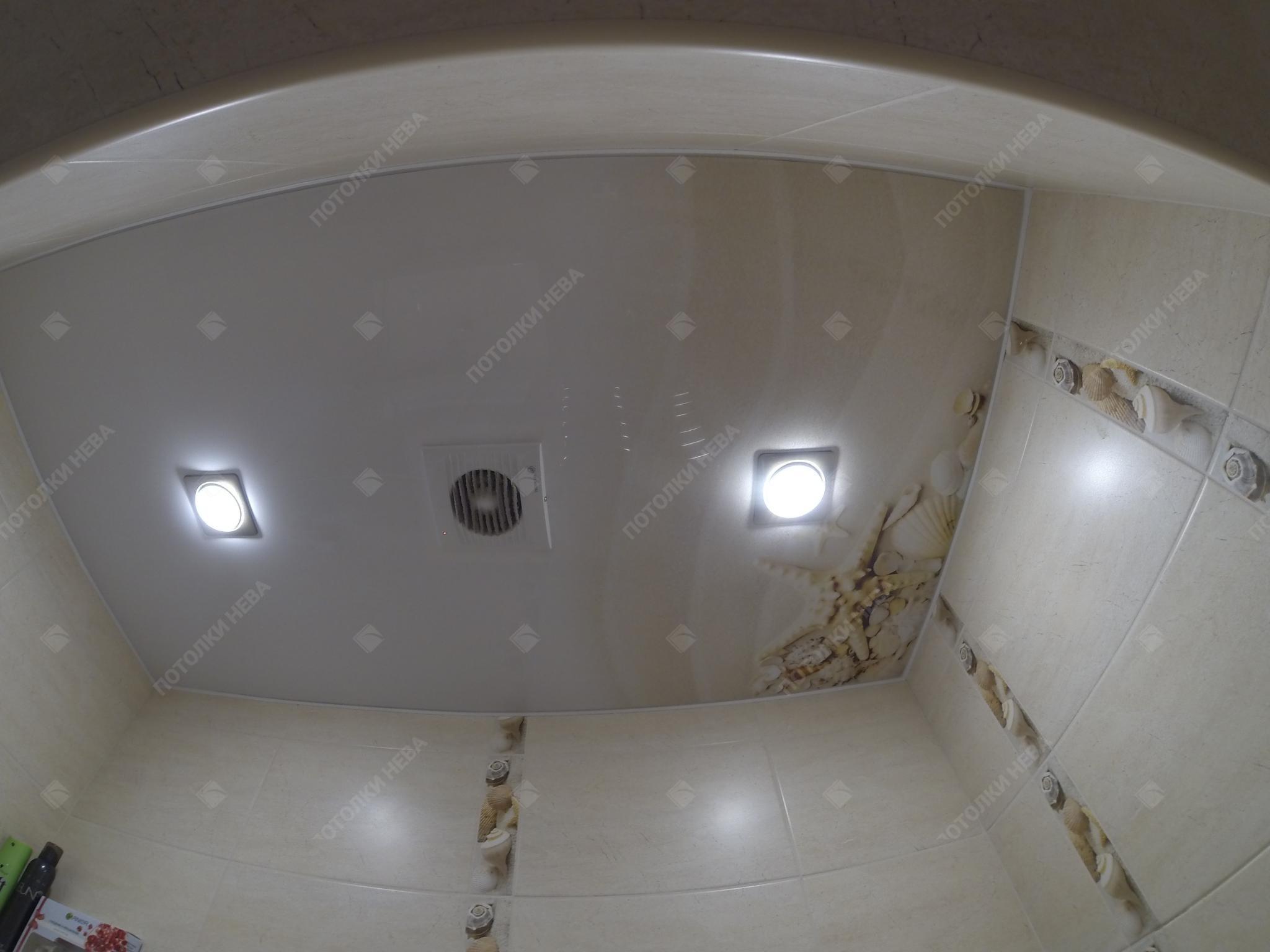 Ванная с потолком с фотопечатью