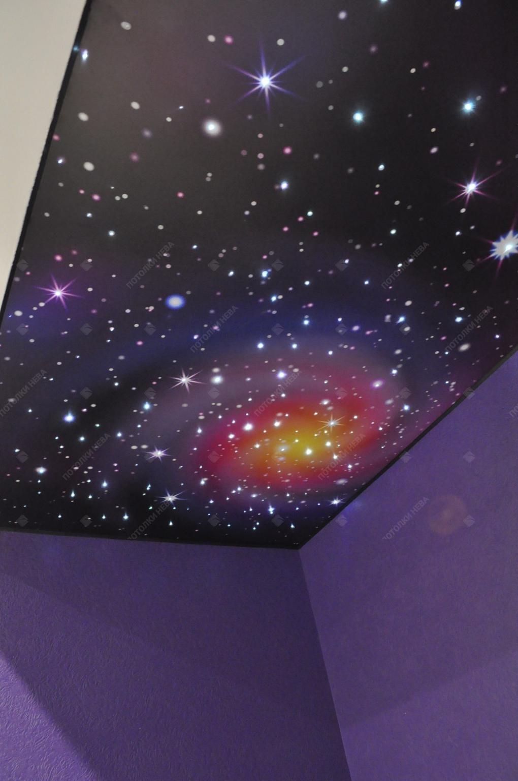 Фотопечать космос на потолке в детской