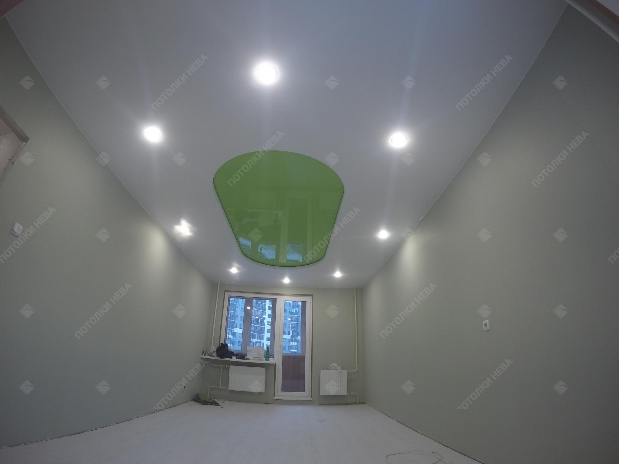 Зелено-белый двухуровневый натяжной потолок