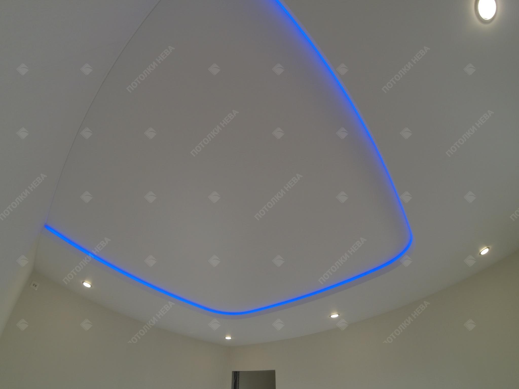 Матовый светодиодный потолок в гостиной