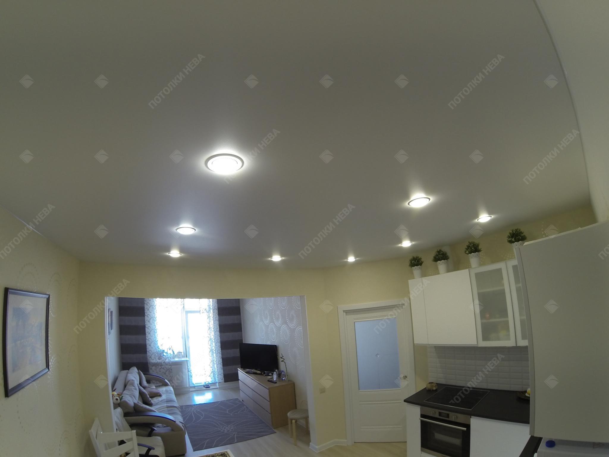 Кухня с матовым натяжным потолком