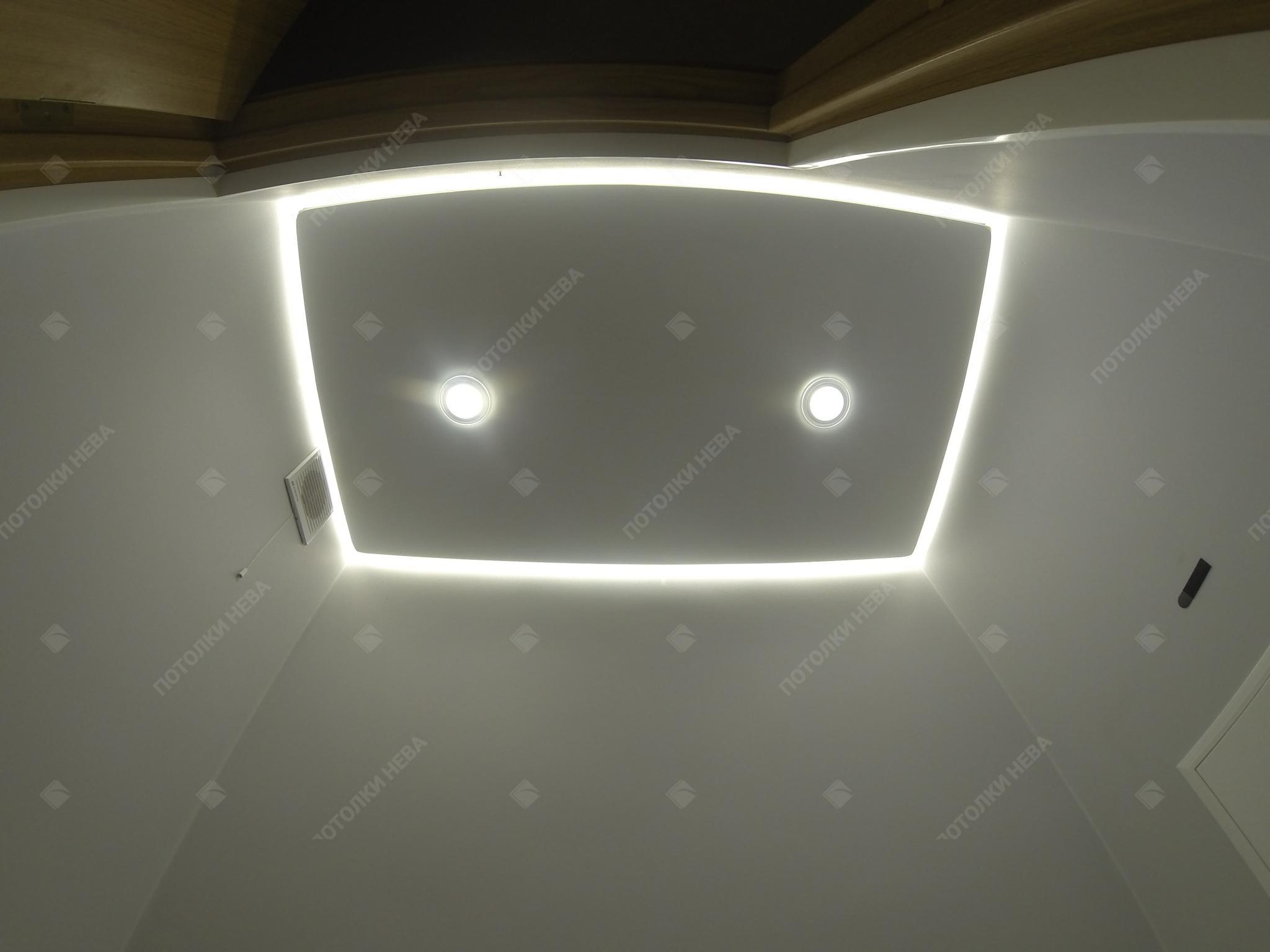 Парящий светодиодный потолок в санузле