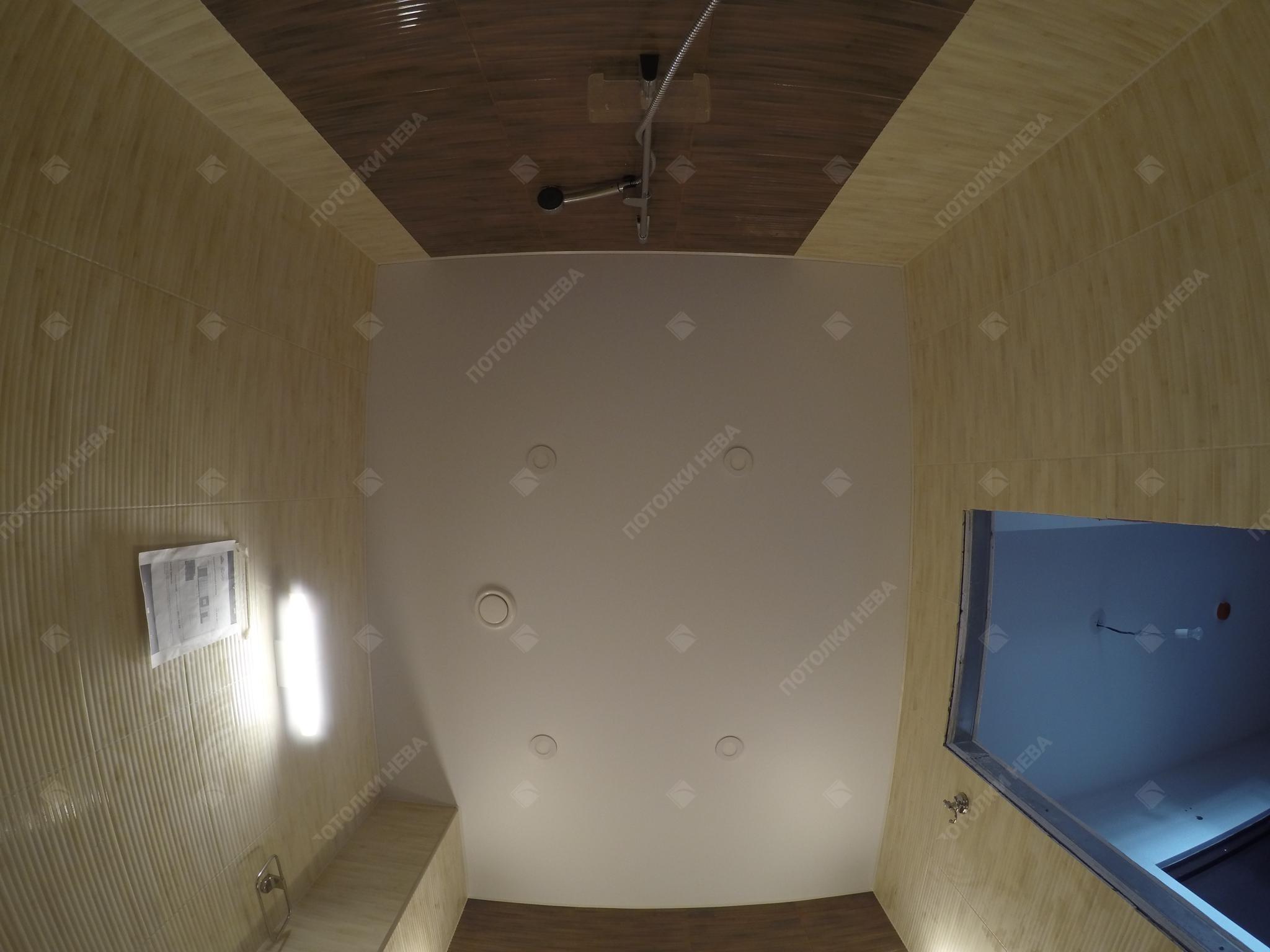 Ванная комната с матовым натяжным