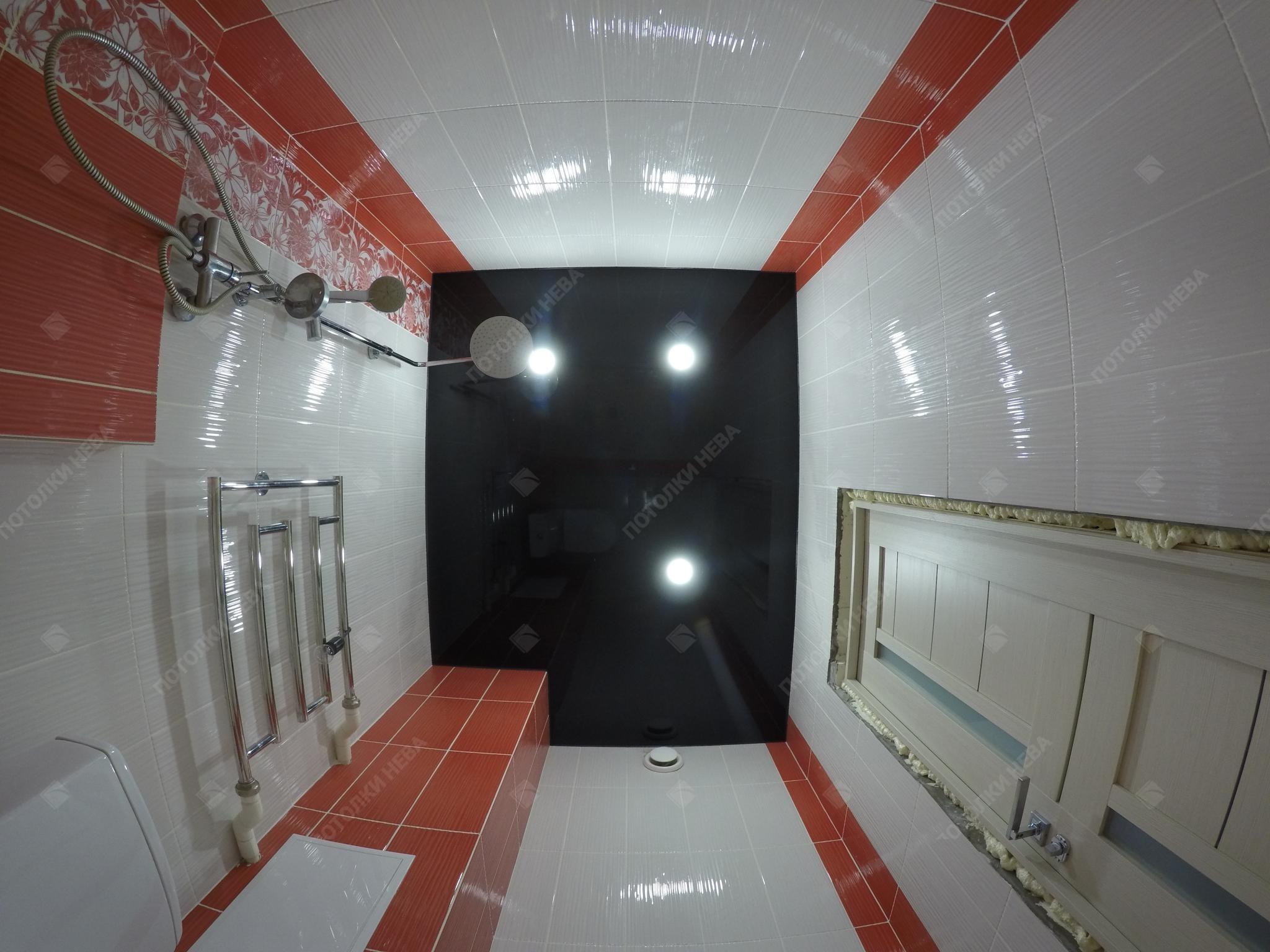 Чёрный глянцевый потолок