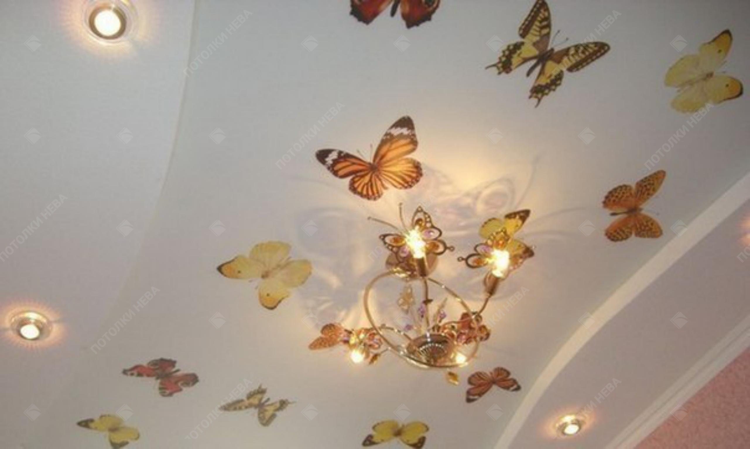 Потолок с фотопечатью в гостиной