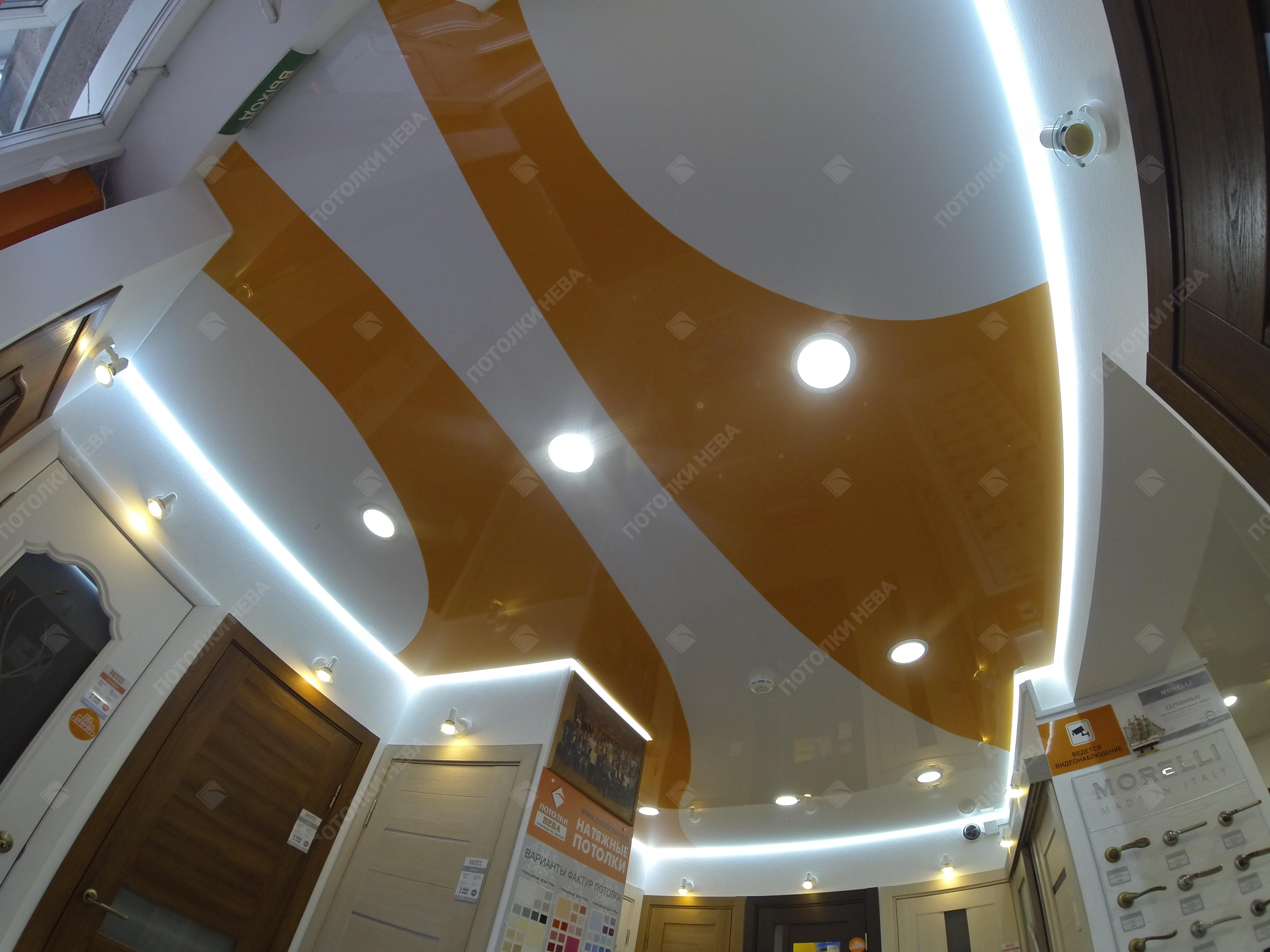 Цветной натяжной потолок с подсветкой