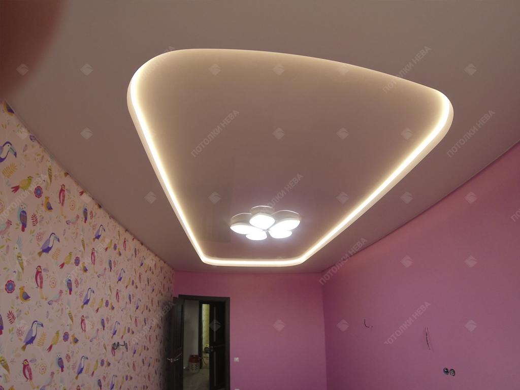Белый двухуровневый потолок с подсветкой
